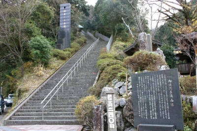 御坂遊歩道「日本一の石段」